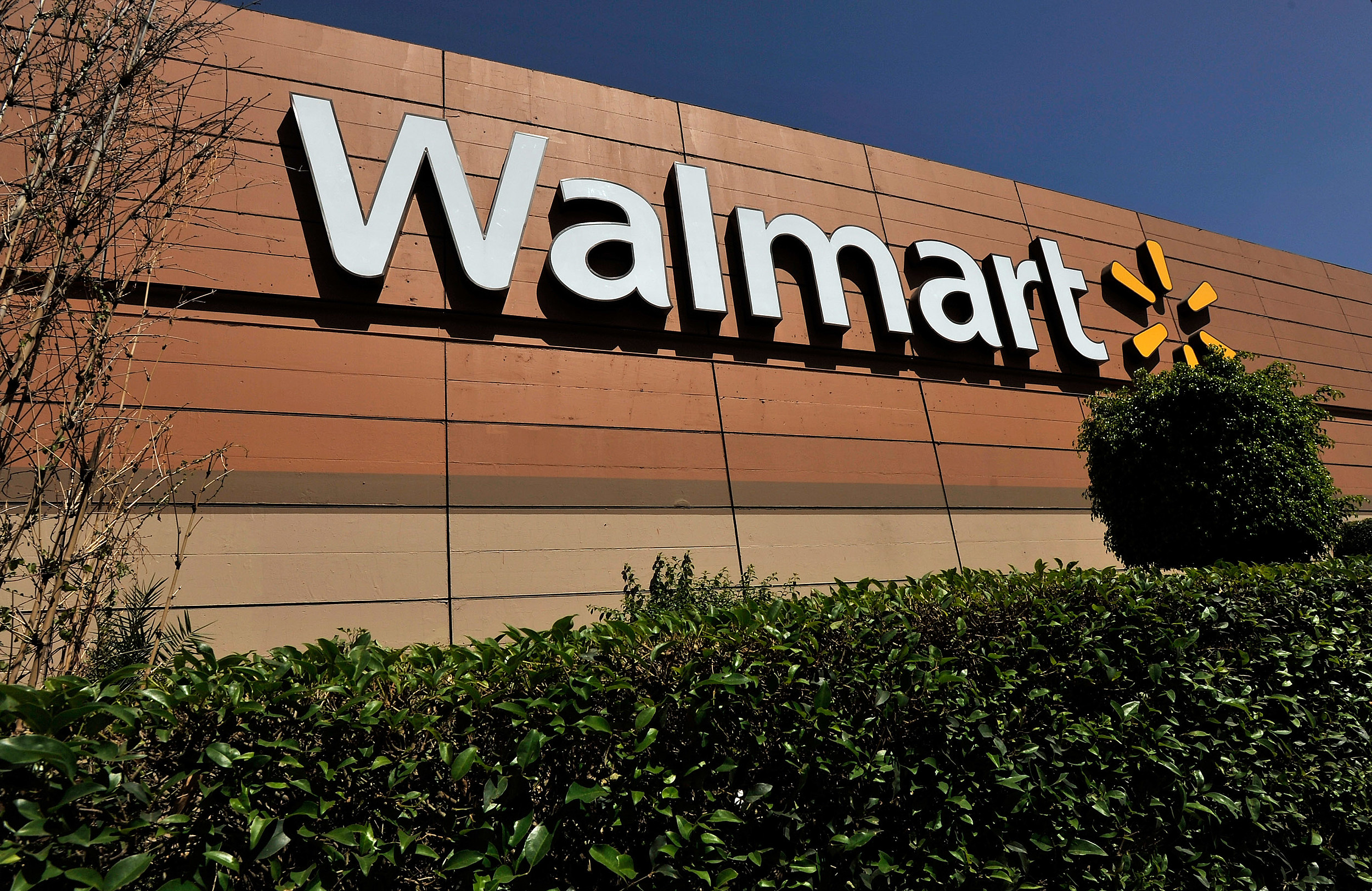 NY Couple Arrested After Eating Rotisserie Chicken at Wal-Mart ...